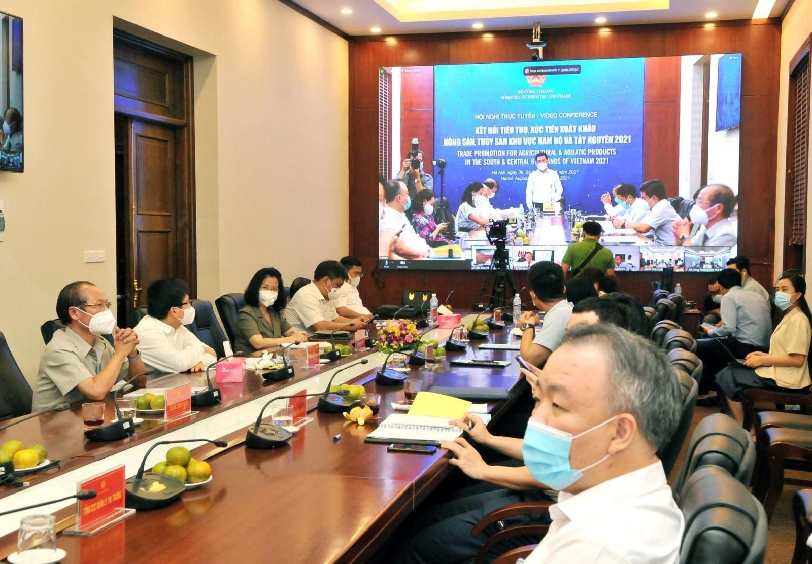 Khuyến khích phân phối và đẩy mạnh tiêu thụ nông sản khu vực Nam Bộ và Tây Nguyên qua kênh thương mại điện tử